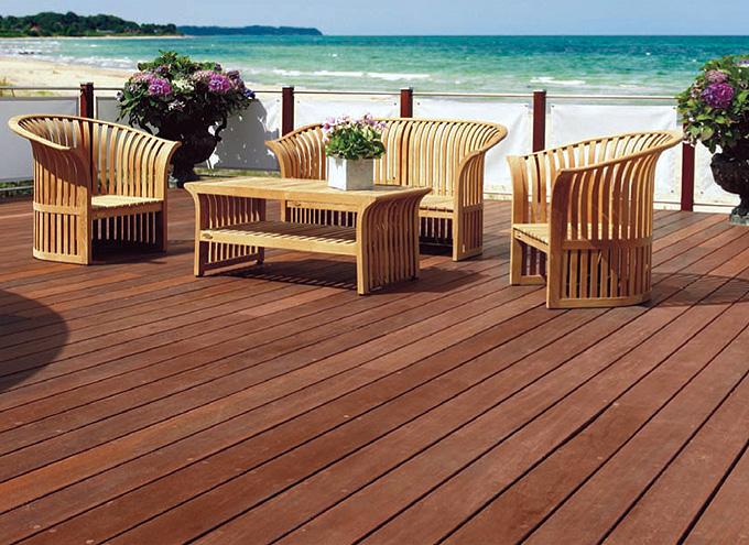 Terrassendielen aus ökologisch zertifiziertem Holz bei Bauer Parkett- und Oberflächenzentrum in Straubing
